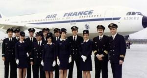 الخطوط الجوية الفرنسية تفرض الحجاب على المضيفات خلال الرحلات إلى إيران وبعضهن يرفضن ارتداءه.